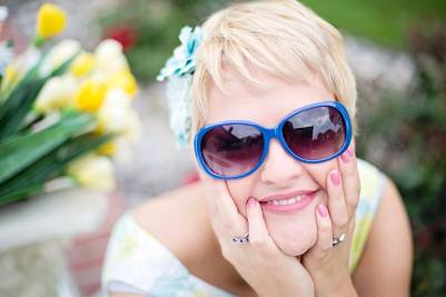sunglasses woman flowers