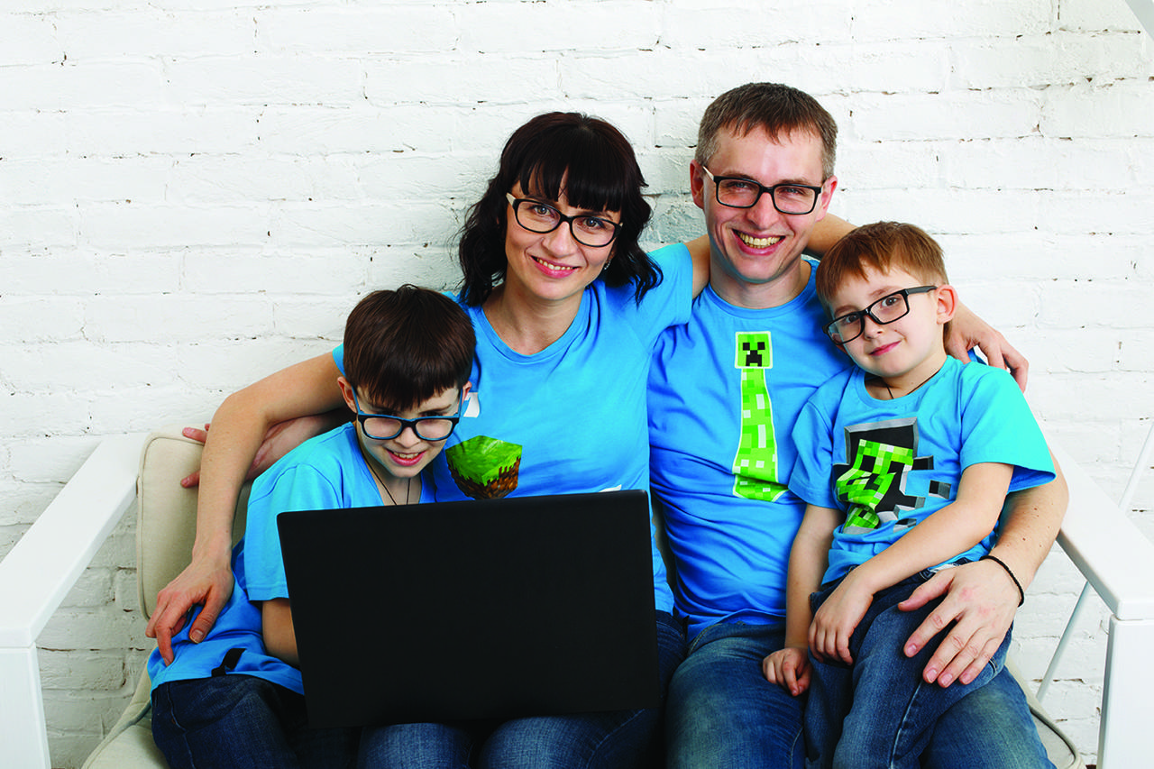 family-eyeglasses-computer