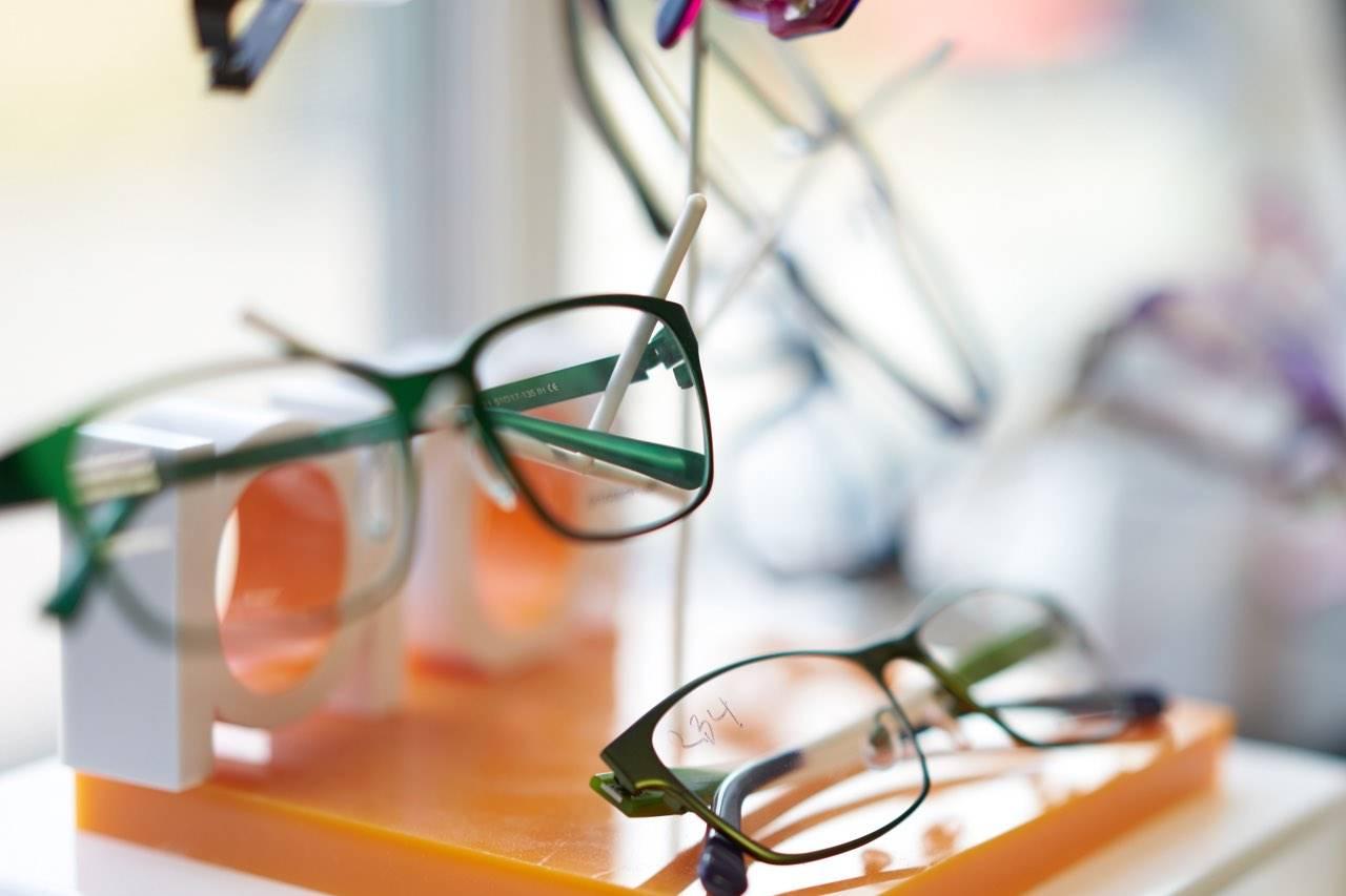 glasses display blurred