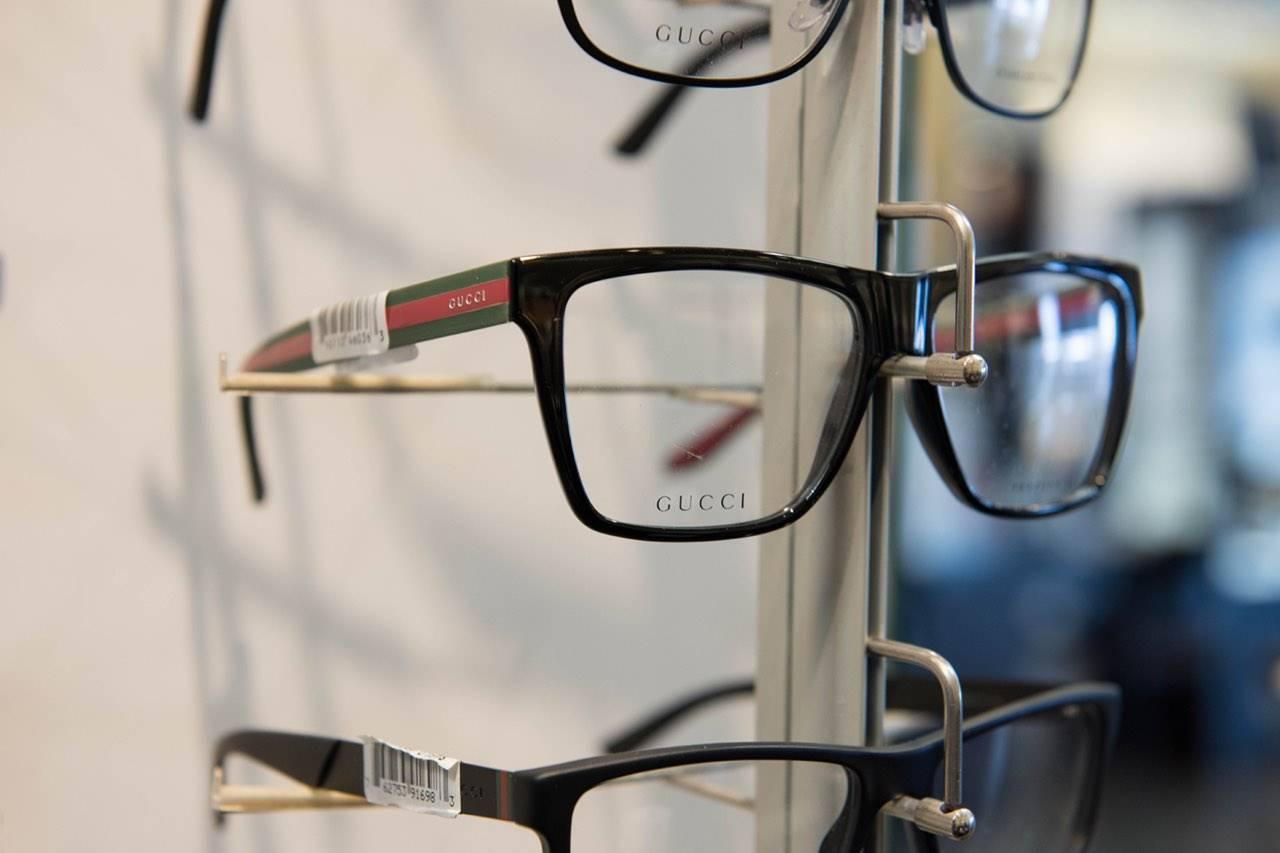 glasses_display_gucci_closeup