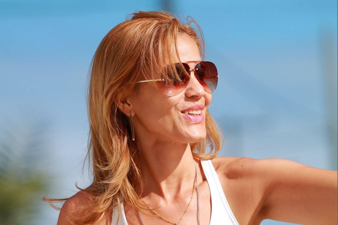 sunglasses woman 40s