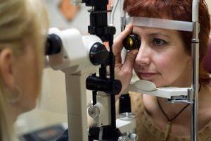 womanandmicroscope3