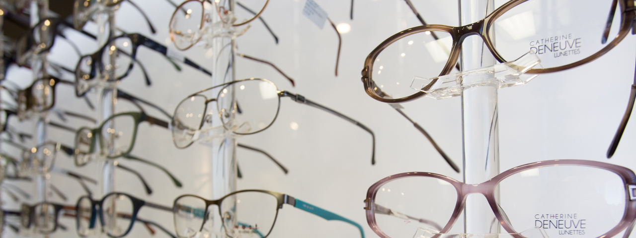 Glasses%20Display%20Wall%20Fade%20Left%201280x480