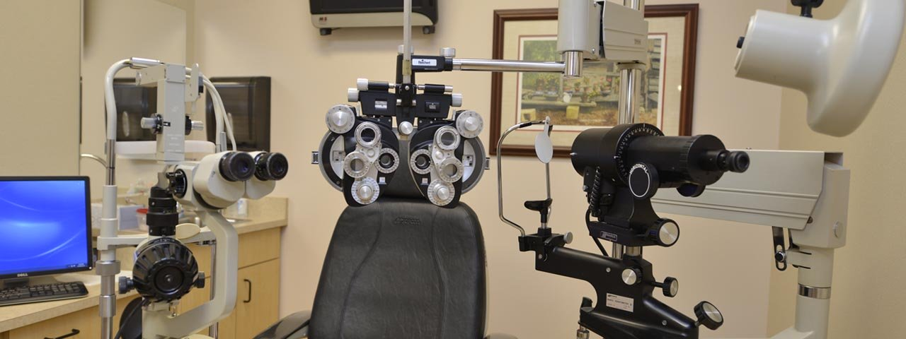 eye-doctor's-exam-room-1280x480
