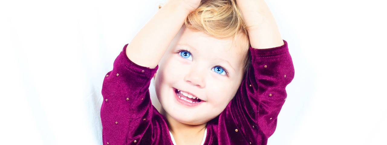 happy_blue_eyed_child_1280x480